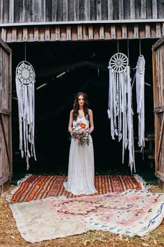 Boho chic style is perfect for summer nuptials! Go outside, find a spectacular venue, tie the knot and have fun with your guests! A summer boho wedding ...