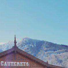 Ah qu'il était chouette ce week-end ! #latergram #cauterets #hapytravel #npy #snow #neige #tourismemidipy #midipyrenees #hautespyrenees #pyrenees #nature #montagnes #gare #lecielaudessusdematete #sky #ciel #blue ##sky_love by aureliecagnades