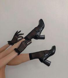 Unique Fashion, Look Fashion, Fashion Shoes, Fashion Outfits, Womens Fashion, Korean Fashion, Girl Fashion, Gloves Fashion, 90s Fashion