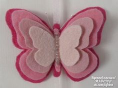 There are so many things to do with this adorable felt butterfly craft! Attach to hair Butterfly Felt, Butterfly Crafts, Felt Diy, Felt Crafts, Felt Christmas Ornaments, Christmas Crafts, Felt Flowers, Fabric Flowers, Hobbies And Crafts