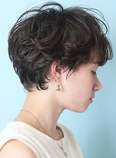 Short Curly Haircuts, Short Hairstyles For Thick Hair, Short Hair With Layers, Curly Hair Cuts, Permed Hairstyles, Short Hair Cuts, Curly Hair Styles, Cool Hairstyles, Androgynous Haircut