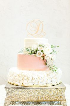 Elegant Wedding Cake Romantic with gold stand Elegant Wedding Cake Romantic with gold stand Black Wedding Cakes, Cool Wedding Cakes, Elegant Wedding Cakes, Elegant Cakes, Beautiful Wedding Cakes, Gorgeous Cakes, Wedding Cake Designs, Romantic Weddings, Wedding Cake Stands