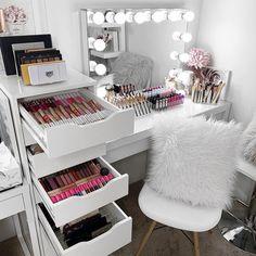 Room Design Bedroom, Girl Bedroom Designs, Room Ideas Bedroom, Bedroom Decor, Vanity Makeup Rooms, Makeup Room Decor, Makeup Vanities, Diy Storage Desk, Make Up Storage