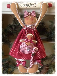 100 Brilliant Projects to Upcycle Leftover Fabric Scraps - Adjourna Gingerbread Crafts, Gingerbread Decorations, Christmas Gingerbread, Christmas Decorations, Christmas Ornaments, Gingerbread Men, Christmas Projects, Holiday Crafts, Christmas Time