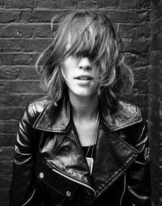 #RocknRoll style… #girlcrush #AlexaChung #leatherjacket #messyhair
