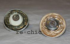 Anelli con bottoni, perline e capsule del caffé