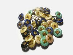 acrylic vintage buttons Sewing buttons Round buttons Decorative buttons Mix color Sewing supplies Diy buttons Craft supplies by Neda Diy Buttons, Vintage Buttons, Retro Vintage, Etsy Handmade, Handmade Gifts, Button Crafts, Sewing A Button, Online Gifts, Etsy Jewelry