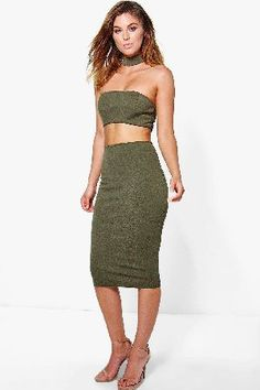 #boohoo Choker Cut Out Bandeau Midi Dress - khaki DZZ79387 #Get dance floor-ready in an entrance-making evening dressLook knock-out on nights out in figure-skimming bodycon fitsandcomma; flowing maxi lengths and stunning sequin-embellished occasion dresses. This season make for satin sheen slip dresses in mink nudesandcomma; and match lace trim cami dresses with barely-there heels for that cocktail- ready combo. If glitterball gowns arent your thingandcomma; take to the dance floor in a tux…