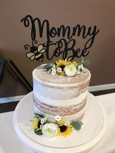 Mommy to Bee Baby Shower Cake Naked sunflower Bumble Bee Themed Shower Mommy To Bee, Unisex Baby Shower, Baby Boy Shower, Baby Shower Themes Neutral, Herbst Tattoo, Sunflower Baby Showers, Bee Cakes, Zeina, Baby Shower Gender Reveal