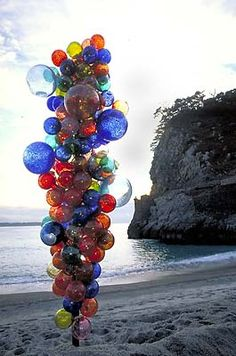 Again...installation art just doesn't get any better than Chihuly! DALE CHIHULY/ NIIJIMA TOWER, 1997  8 X 3'/ NIIJIMA, JAPAN