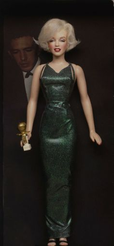 Marilyn Monroe Custom Dolls by Kim Goodwin, his work on these dolls is sensational. Barbie Et Ken, Vintage Barbie Dolls, Barbie Celebrity, Poppy Parker, Marilyn Monroe Photos, Norma Jeane, Looks Vintage, Barbie World, Barbie Friends