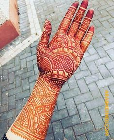 Check out the 60 simple and easy mehndi designs which will work for all occasions. These latest mehandi designs include the simple mehandi design as well as jewellery mehndi design. Getting an easy mehendi design works nicely for beginners. New Bridal Mehndi Designs, Palm Mehndi Design, Indian Henna Designs, Full Hand Mehndi Designs, Henna Art Designs, Mehndi Designs For Girls, Mehndi Designs For Beginners, Mehndi Designs 2018, Dulhan Mehndi Designs
