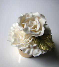@KatieSheaDesign ♡♡ #CupCakes♡♡  Ruffle Rose Cupcake.. Gorgeous! #Wedding