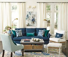 Blue Living Room Decor - What color makes a living room look bigger? Blue Living Room Decor - Is a blue sofa a good idea? Blue Couch Living Room, New Living Room, Living Room Interior, Small Living, Navy Living Rooms, Living Spaces, Blue Sofa Set, Navy Blue Sofa, Navy Couch
