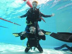 some of the guys just fool'n arround during a pool session of their Divemaster Training... Good bouyancy guys...