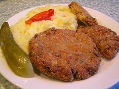 Smícháme měkký tvaroh, cibuli nakrájenou nadrobno, prolisovaný česnek, 2 vejce, anglickou slaninu, strouhanku, velkou hrst petrželky, ochutíme... Mince Meat, Baked Potato, Mashed Potatoes, Recipies, Pork, Food And Drink, Beef, Vegetables, Cooking