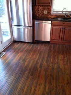 fresco of hardwood floor vs laminate the pros and cons - Laminate Flooring In A Kitchen