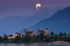 Moon Castle - Fullmoon over the Castle of Rapperswil, at the Lake of Zurich, Switzerland Sun Moon, Tobias, Zurich, Night Skies, Seattle Skyline, Switzerland, Mount Everest, Castle, Explore