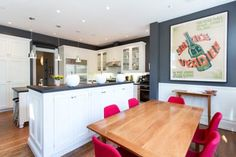 Art in the Kitchen: 5 Rooms That Will Inspire You to Go Big with Typography (Apartment Therapy Main) Real Kitchen, Kitchen Dining, Dining Room, Kitchen Island, Dining Chairs, Apartment Living, Apartment Therapy, Kitchen Breakfast Nooks, San Francisco Houses