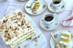 Kvæfjordkake er blitt kåret til Norges beste kake. Den har en deilig gul krem, og er slett ikke vanskelig å lage! Oppskrift på verdens beste Kvæfjordkake.