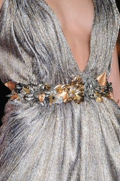 """chasingrainbowsforever: """" Elie Saab """" Rewind and Remix ~ Gold and Silver Fashion Couture Mode, Couture Fashion, Runway Fashion, Fashion Details, Love Fashion, High Fashion, Elie Saab, Escote Sexy, Tamara"""