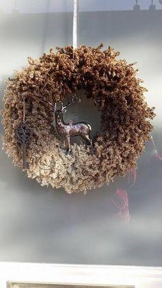 Bekijk de foto van EliseOnmura met als titel Leuke Strokrans omwikkeld met Shabby wol . Heel simpel en  snel te maken !   Leuk in  ieder jaargetijde ! en andere inspirerende plaatjes op Welke.nl.