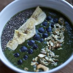 Matcha Lucuma Spinach Smoothie Bowl