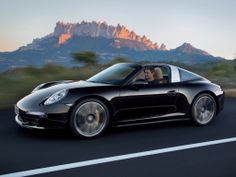 Porsche 911 Targa premiered at North American International Auto Show (NAIAS) in Detroit. The top model is Porsche 911 Targa which delivers 400 hp from a