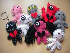 These are cutest little voodoo doll keychains. I love that they represent my… Felt Monster, Monster Dolls, Yarn Dolls, Fabric Dolls, Halloween Doll, Halloween Crafts, Cute Crafts, Felt Crafts, String Voodoo Dolls