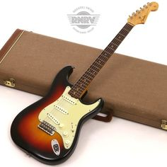 By 1962 the Stratocaster had found its way into virtually all styles of popular music, and Fender sales were going strong. Little changed about the Strat in Fender Stratocaster Sunburst, Stratocaster Guitar, Fender Guitars, Fender Electric Guitar, Cool Electric Guitars, Fender Vintage, Vintage Guitars, Easy Guitar, Cool Guitar