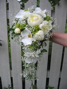 Bilderesultat for brudebuketter Cascade Bouquet, Wedding Bouquets, Floral Wreath, Wreaths, Pretty, Flowers, Wedding Ideas, Google, Decor