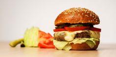 CHEESE2PLEASE: Dacă ești deja un cunoscător de burgeri și vrei ceva clasic, ca să ne încerci măiestria gastronomică, vei fi uimit de Cheese2Please. Deși rețeta îți pare familiară, chiflele sunt făcute in house, iar toate ingredientele sunt alese după cea mai bună calitate.  În plus, Cheese2Please este gătit cu atâta pasiune, încât vei simți diferența de la prima lui savoare. Te provocăm poate la cel mai gustos cheeseburger ever. Serios! Gourmet Burgers, Delicious Burgers, Tasty, Yummy Food, Hamburger, Sweets, Lunch, Homemade, Drinks
