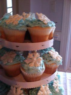 More winter wedding cupcakes @Lucia La Rocca