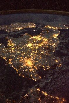 Fantastic night photo of Ireland and Britain from space.. (photo taken from 230 miles above - NASA)