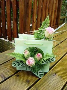 Blog de anniegau35 - Page 56 Flower Boxes, Diy Flowers, Fresh Flowers, Flower Decorations, Paper Flowers, Art Floral, Deco Floral, Floral Design, Fleur Design