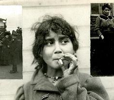 Zigeunermeisje rookt sigaret / Gypsy girl smoking cigarette | Flickr - Photo Sharing!