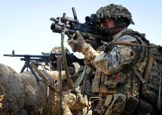 Great photo shared by of the Infantry Patrol 45 - manufactured by us . I can see a pip squeak permission to shoot? British Royal Marines, British Armed Forces, British Soldier, British Army, Pictures Of Soldiers, Military Pictures, Gi Joe, Marine Commandos, Army Gears