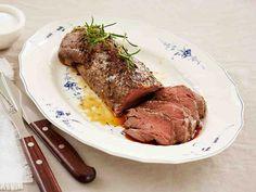 Etsitkö ideaa juhlapäivän ateriaksi? Paahtofilee, tumma punaviinikastike, Hasselbackan perunat ja kuumat kasvikset ovat klassinen yhdistelmä. Tarjoa aluksi herkkusienikeittoa ja pieniä pähkinäsämpylöitä. Jälkiruokana maistuvat juustot ja hillot sekä ranskalainen sitruunatorttu. Niiden kaikkien ohjeet löydät reseptien nimillä palvelustamme. Hyvää ruokahalua!