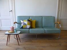 3 pers. buisframe bank jaren '50 in uitstekende conditie  Neem eens een kijkje in onze webshop!  Take a look at our website   www.vanoudedingen.nl