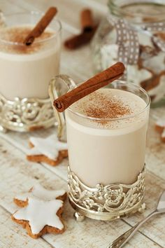 Chai latte with cinnamon- Chai-Latte mit Zimt Chai latte with cinnamon – smarter – time: 10 min. Winter Desserts, Mini Desserts, Winter Drinks, Winter Food, Healthy Starbucks Drinks, Yummy Drinks, Smoothie Recipes, Smoothies, Cinnamon Drink