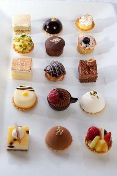 Small Desserts, Gourmet Desserts, Fancy Desserts, Delicious Desserts, Dessert Recipes, Yummy Food, Individual Desserts, Mini Cakes, Cupcake Cakes