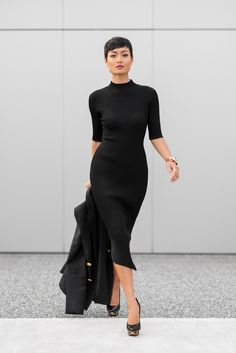 classic-knitted-dress-with-statement-pumps