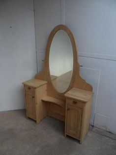 A Cracking 1930s Art Deco Antique/Old Pine Oval Large Ladies Dressing Table