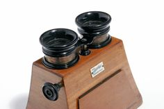 """Optical and mechanical stereoscopic viewer by """"Bardelli & C"""" Turin - Italy early 1900. Museo Nicolis Collection, Cameras."""