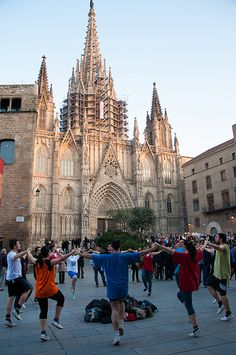 Sardanes a la Catedral, Barcelona Places In Spain, Places To See, Gaudi, Barcelona Architecture, Roman City, Iberian Peninsula, European Summer, Chapelle, World Heritage Sites