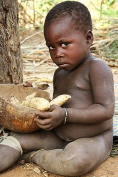 I won't get any closer to you and I promise not to take your potatoes.    Lobi country, Dumbu by Zalacain,