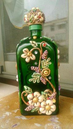 1 million+ Stunning Free Images to Use Anywhere Recycled Glass Bottles, Glass Bottle Crafts, Wine Bottle Art, Painted Wine Bottles, Diy Bottle, Bottles And Jars, Empty Bottles, Plastic Bottles, Jar Art