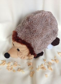 """Kuscheltiere - Zirbenholzigel mit Spieluhr """"Brahms Wiegenlied"""" - ein Designerstück von LouamSchlafgut bei DaWanda Etsy, Hedgehog, Cuddling, Timber Wood"""