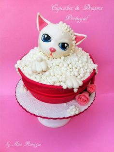 KITTY BATH - Cake by Ana Remígio - CUPCAKES & DREAMS Portugal