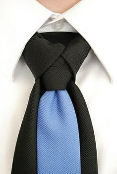 Ediety Knot (Atlantic Knot), also worn by The Merovingian in the Matrix Reloaded